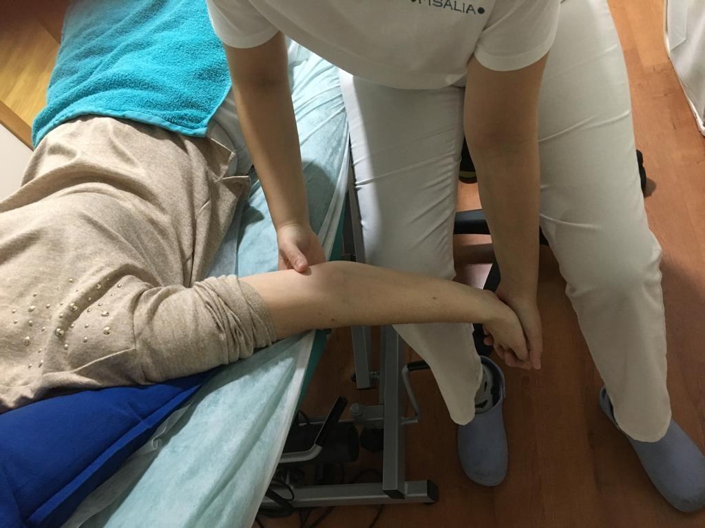 Estiramiento de la musculatura flexora de muñeca y dedos