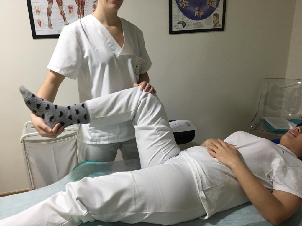 Fisioterapia para trocanteritis: movilización articular.
