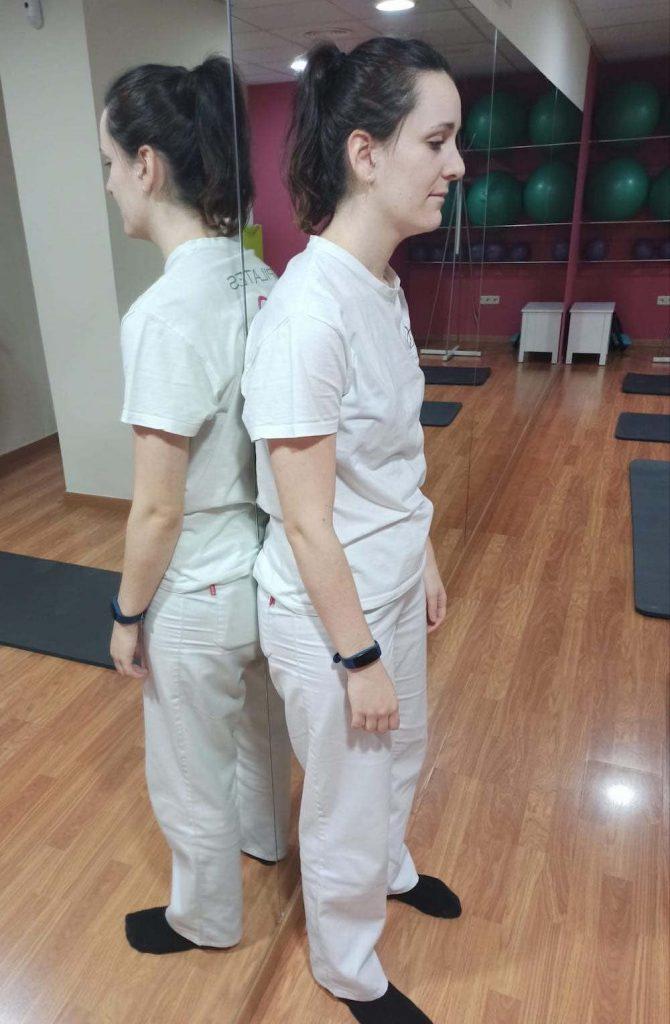 Ejercicio con la espalda apoyada en la pared (expiración)
