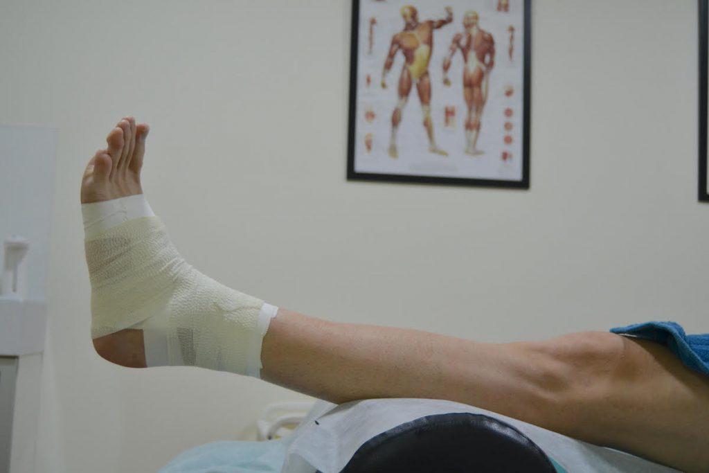 Vendaje fisioterapia en tobillo