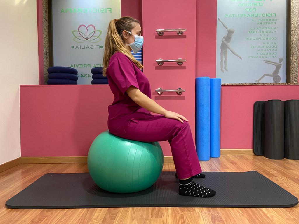 Ejercicios de higiene postural con pelota de pilates