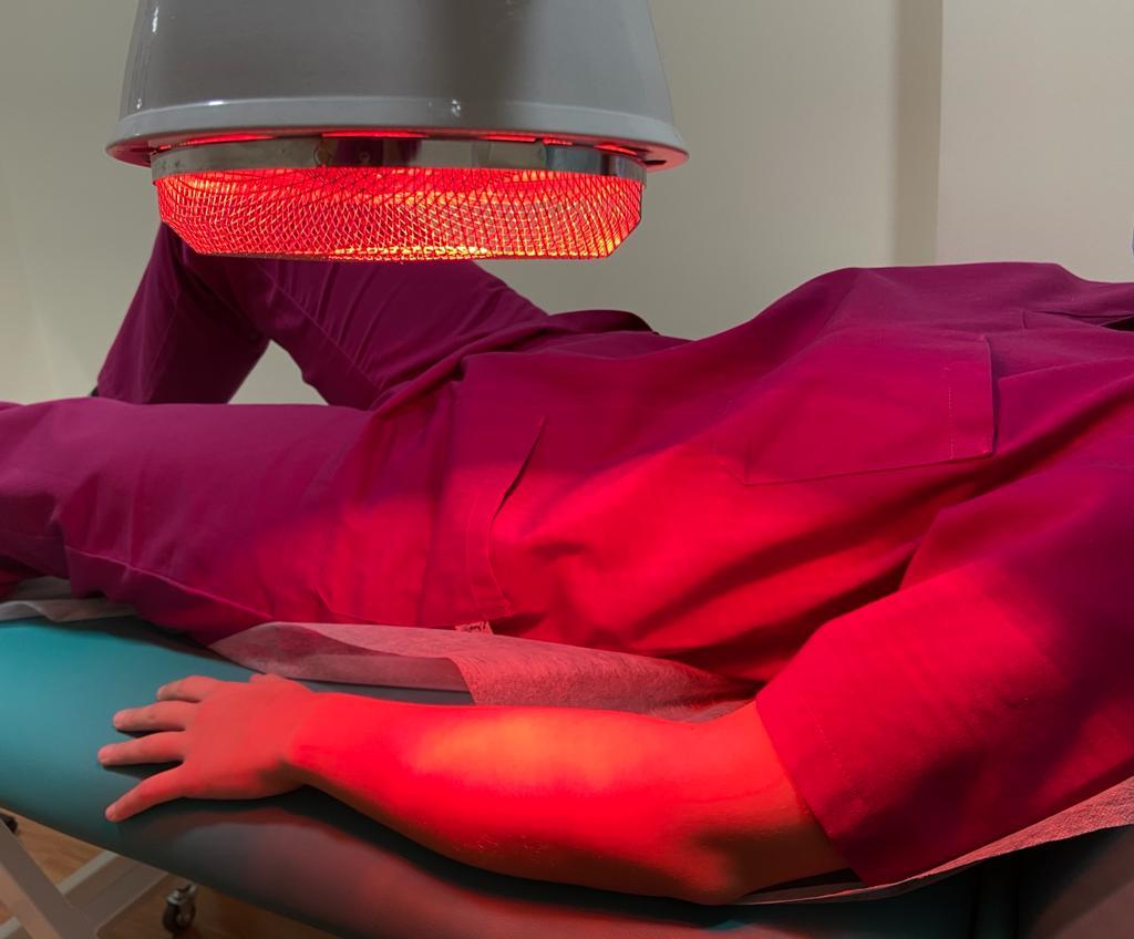 Técnica de termoterapia para tratamiento en fisioterapia de artritis y artrosis