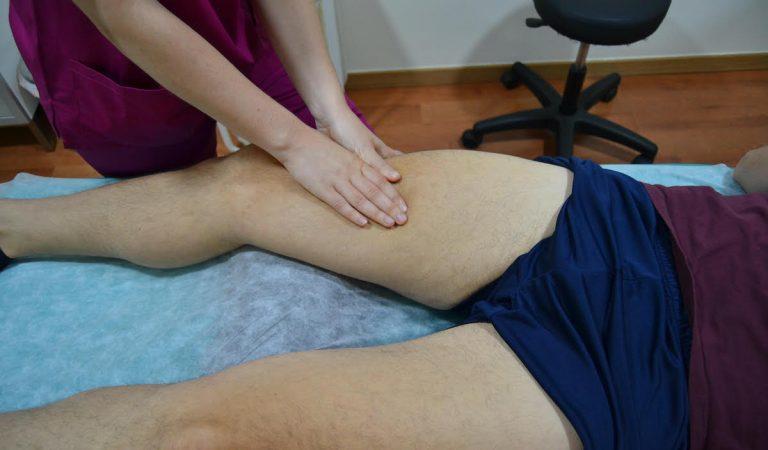 Fisioterapia deportiva masaje sobre cuádriceps